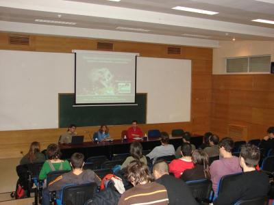 Más de 30 personas participan en la charla del FAPAS en Madrid